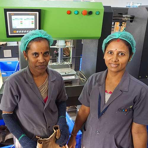 Mitarbeiterinnen von unserem Palmblatt-Partner Magnus Eco Concepts (MEC)